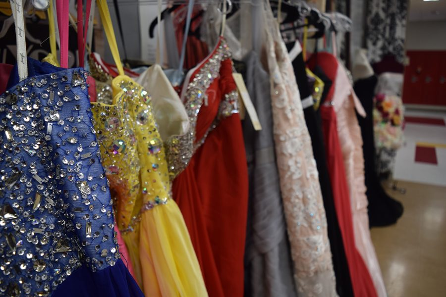 TONKA NEWS : Prom Dress Boutique