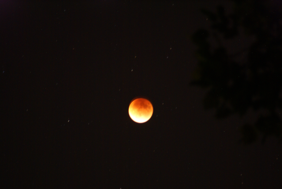 The+Super+Blood+Moon+Eclipse+at+10%3A09+on+Sunday%2C+Sept.+27.