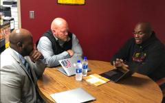 Former Chiefs player Will Shields visits Winnetonka